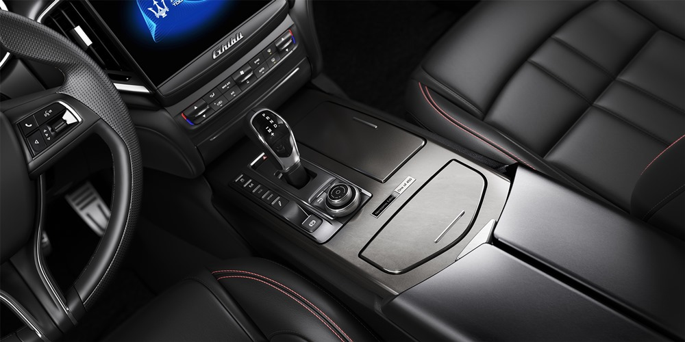 Maserati at NYIAS 2017 - Ghibli Nerissimo edition - interior detail