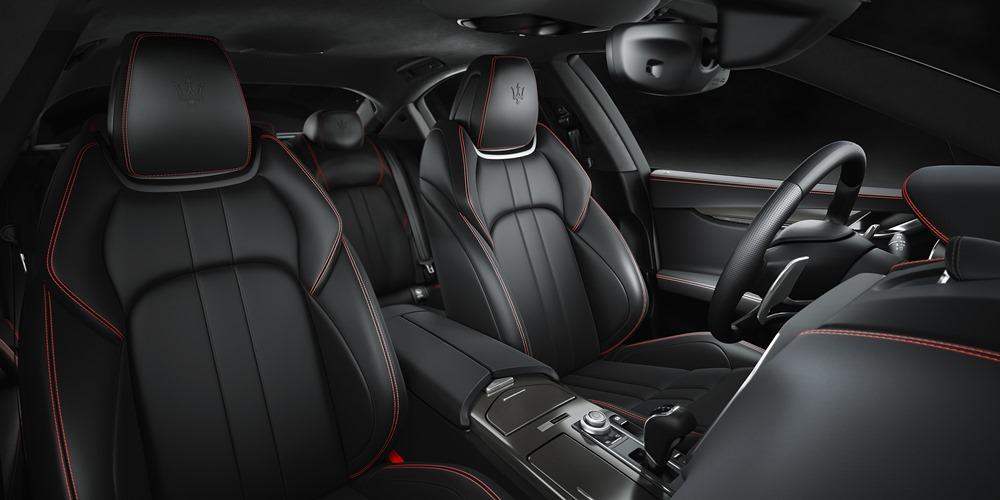 Maserati at NYIAS 2017 - Ghibli Nerissimo edition - interiors